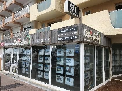 Une image contenant bâtiment, extérieur, rue, signeDescription générée automatiquement